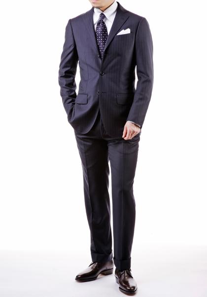 入社式で着ていくべき紺のスーツ
