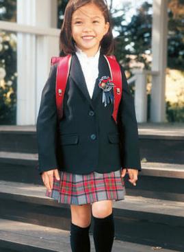 入学式での女のことの服装や髪型