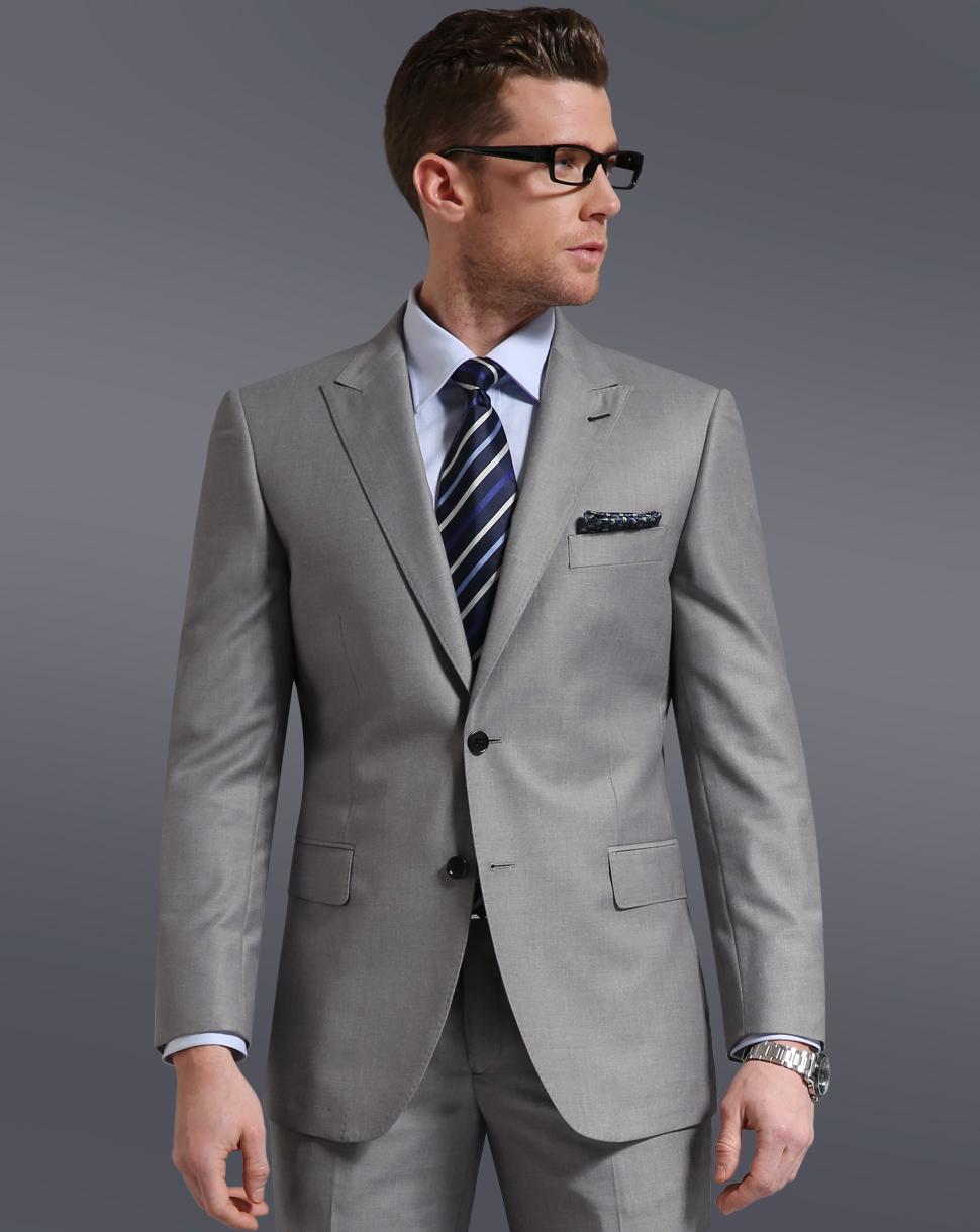 卒業式で男子が着るべきスーツ
