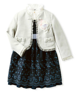 入学式の女の子の服装は白ジャケット
