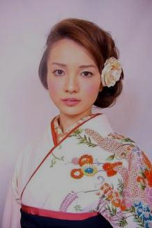 卒業式の袴に似合うミディアムヘアー