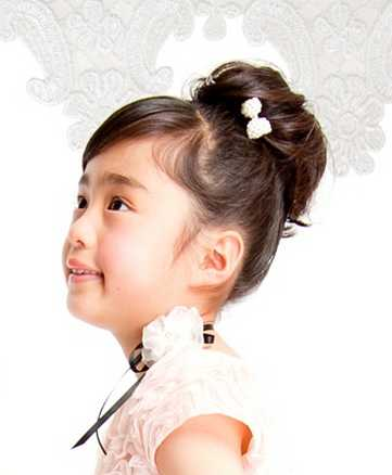 入学式での女の子の髪型はお団子ヘアー