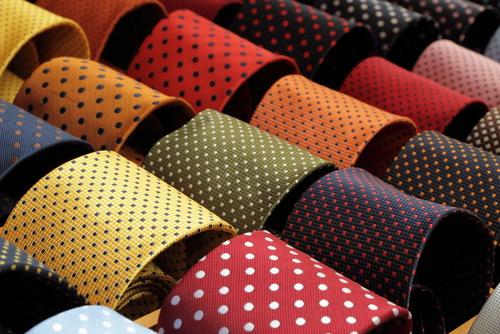 入学式でつけるべき水玉のネクタイ
