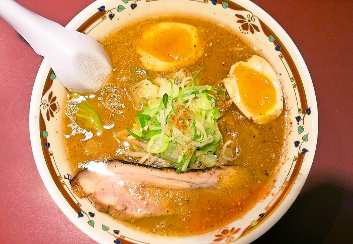 北海道の味噌ラーメンは狼スープ