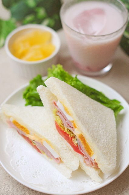 カロリーメイトは洋食のパン朝食とほぼ同じ栄養価
