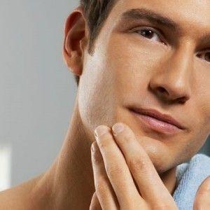 男のスキンケアは化粧水や美容液