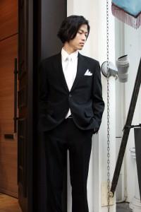 結婚式に着るスーツの色