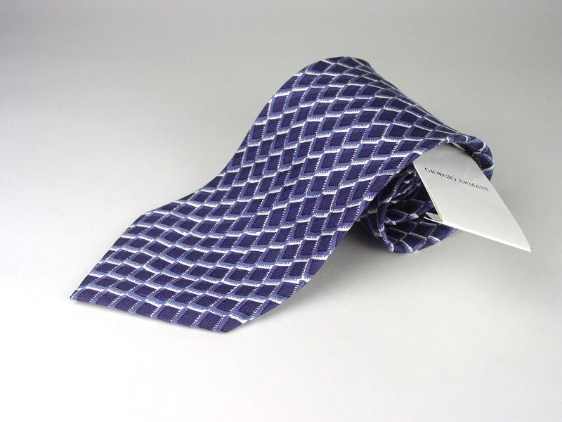 男性にプレゼントすべきブランドネクタイはアルマーニ